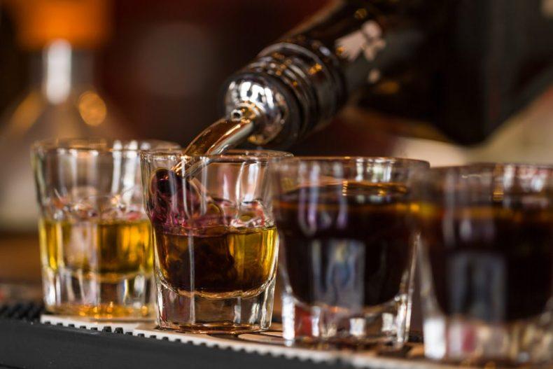 知らなくていいの?リキュールとウイスキーの違いと意外な共通点とは?