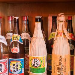 焼酎と泡盛の違いは原料だけじゃなかった!世界唯一のあるものを使った沖縄だけの特別なお酒を楽しもう!