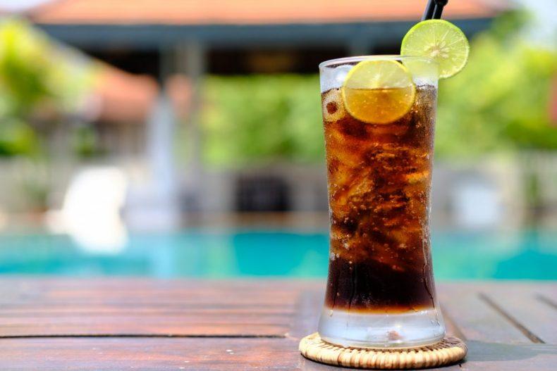 禁断の味!梅酒をコーラで割ったらアノ味にそっくりでやめられない!
